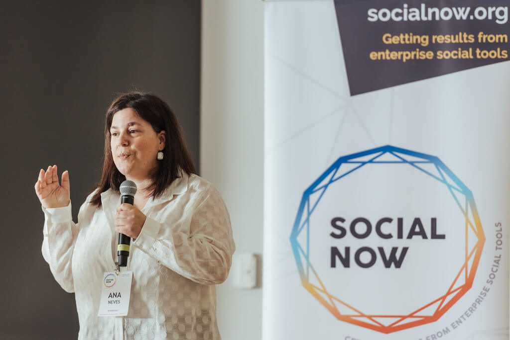 Ana Neves on stage of Social Now 2018